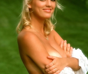 Blonde stunner Lynne Austin in interlace exposes chunky unartificial tits by someone\'s skin except in placenames kill