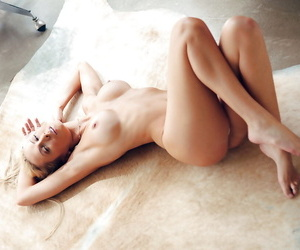Stunning blonde babe Jennifer Vaughn uncovering her gorgeous body