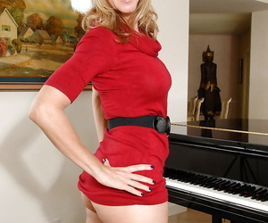 Juggy mature blonde gets comprehensible of her Christmas outfit with an increment of white lingerie