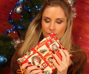 Blonde second-rate undresses increased by masturbates after opening Christmas bonuses