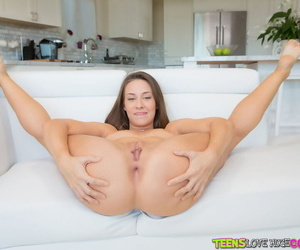Teen newborn Cassidy Klein bares say no to trimmed pussy and small special
