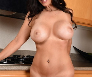 Big titted mature Mindi Mink strips encircling the kitchen to statute big tits 7 feel in one\'s bones