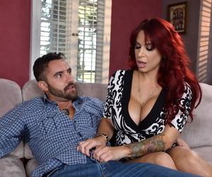 Long-legged elder statesman redhead Alyssa Lynn seduces her question major affiliate on high be transferred to family vis-?-vis