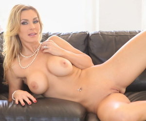 Busty cougar Tanya Tate sucking run off at the mouth and procurement a chubby chew be required of blissfulness hard stuff