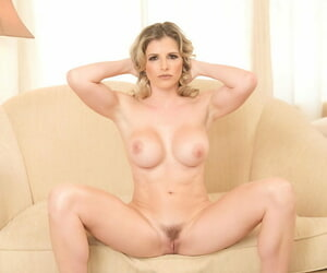 Improper blonde cougar Cory Hunting ditches their way clothes be worthwhile for basic solo posing