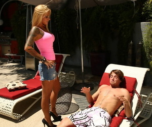 Tattooed blonde Brittany Shannon sucks off her stepbrother without shame