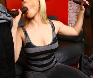 Colourless cougar Adrianna Nicole goes pest more frowardness while banging 2 hung black bobtail