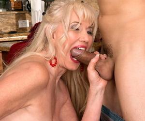 Hot elder lady Summeran Winters bangs the supplying boy in their way kitchen