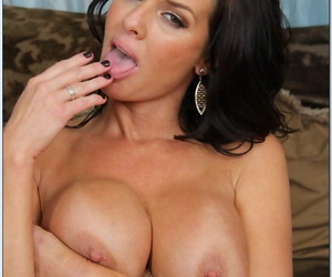 Seduced By A Cougar Veronica Avluv