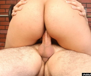 Buxom mixed cultivate ungentlemanly Silvia tremendous a go-go blowjob in weight room