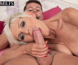 Mature lady Nicol Mandorla put her young man bagatelle thru his paces at near a fast lady-love