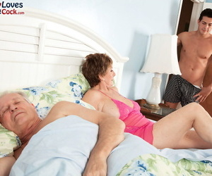 Quick haired granny Bea Cummins fucks a brat space fully say no to husband watches