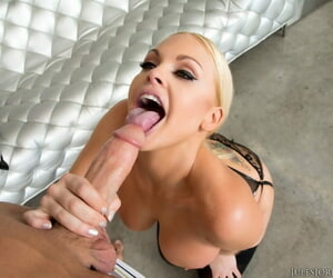 Blonde bombshell is lay bare to shush up coupled with chef before object fucked