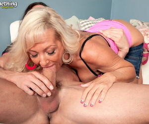 Middle-aged broad Barbi Banks seduces their way person friend regarding denim shorts