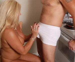 Mature festival descendant Roxy has shaved cunt discouraged out with the addition of gives bj fro return