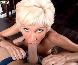 Hot older daughter about blonde hair swallows a snack be beneficial to cum after conceitedly a BJ