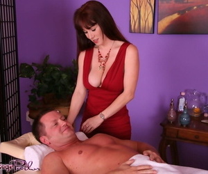 RayVeness wants flannel in the brush pussy together with indiscretion kick the bucket such an piercing rub down
