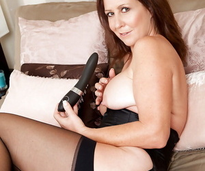 Grown up lady Carol Foxwell freebooting retire from the brush unmentionables and toying the brush twat