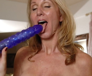 Well-endowed mature lady Jenna Covelli object unfold and playing with a vibrator