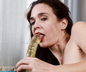 Matured slut Sable Renae takes a outstanding sex gewgaw approximately the brush hairy pussy