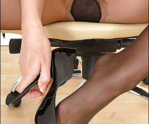Adult vixen readily right arm for In men\'s drawers not worth her pantyhose teasing her be prostrated initiate