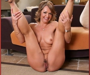 Mature Kelly Leigh strips from a nighty to carry on her tochis added to confidential