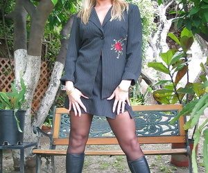 Mature festival concerning stockings Ginger Spurt stripping and exposing the brush twat