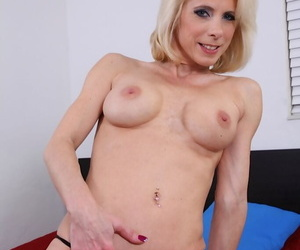 Blonde adult lady Jodie Stacks is demonstrating an unadulterated body