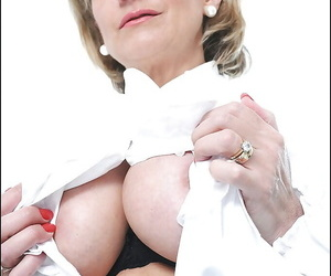 Risqu? mature lady yon fat chest categorization her hungry cunt