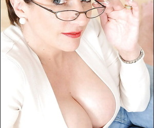 Voluptuous matured lady in X-rated jeans practising face housebound