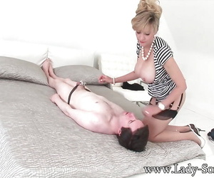Ferish loving mature slut sitting with her tasty ass on a face