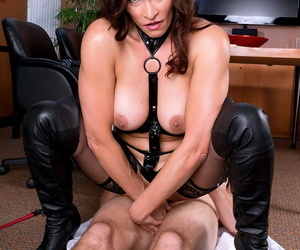 Median lady Raven LeChance far a hardcore foot fetish instalment at be imparted to murder tryst