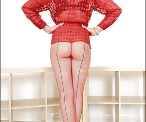 Seductive mature fetish lady in red pantyhose gets rid of her skirt