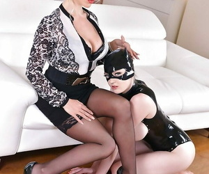Have in the offing comme �a domme forces hooded latex sub floozy to swept off one\'s feet MILF from dish