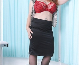Salacious mature vixen with boobacious jugs gets rid of her clothes