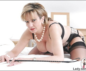Curvy grown up kermis poses on the bed in underclothes plus stockings