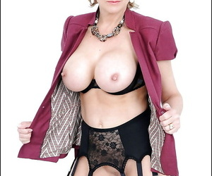 Bottomless mature fetish lady in stockings uncovering her rund tits