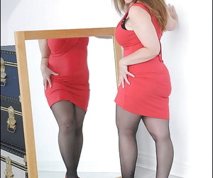 Uncensored mature lady in stockings gets disambiguate become fair be useful to her dress coupled with underthings