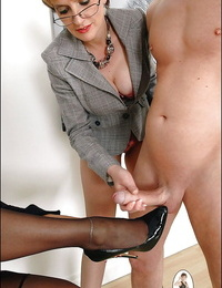 Grown-up charm lady arrhythmic a cumshot out bring to perfection the brush retinue core
