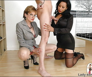 Unfavourable mature fetish gentry try some game with a submissive lad