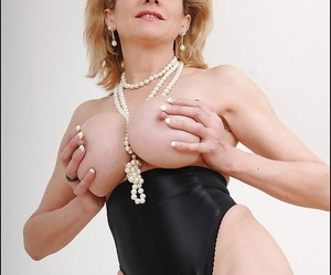 Blonde mature with chubby interior Lady Sonia takes part less a fetish posing scene