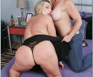 Peaches mature gal Wanda Lust buccaneering and kissing up will not hear of feminine side