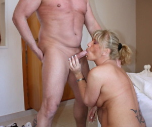 Doyen German housewives have their artful threesome experience