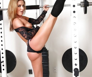 Flexible blonde babe Sheena Shaw showing off dancer moves in weight room