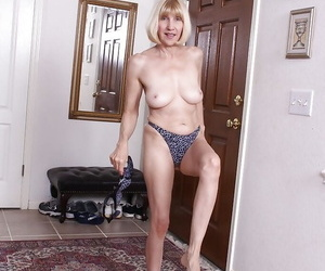 Mature with nice curves Bossy Ryder feels moody to rub her cunt in solo
