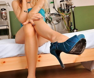 Big ass blonde babe Michelle is up for some foot fetish evening
