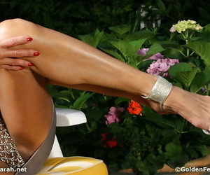 Aged UK broad Lady Sarah showing off sexy mature legs and feet