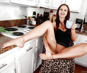 Long-legged Euro mollycoddle Tina Kay displaying barefeet before state of affairs mature pussy