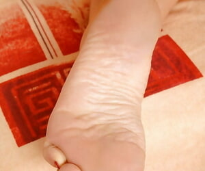 Remarkable MILF gets their way pussy drilled with an increment of gives a suitable footjob