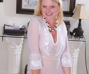 Leggy mature blonde Lynn Miller showing off sexy feet before exposing juggs